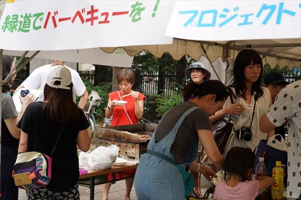 ササハタハツまちづくりフューチャーセッションから生まれた「プロジェクト・ファイア」は初台町会主催の「おとなりサンデー」で緑道バーベキューを実施