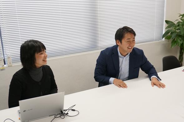 矢野さん(写真右)と『ピアッツァ』のササハタハツを担当するコミュニティマネージャーの志村さん(写真左)