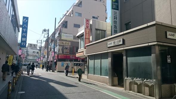 幡ヶ谷駅南口周辺。写真の奥には西原商店街が。