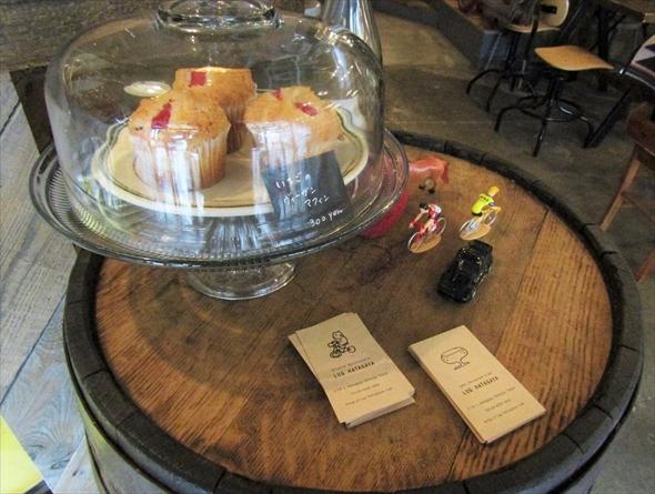 季節の果物を使った焼き菓子も。この日はいちごのマフィンでしたが、ラインナップは日によって変わります。
