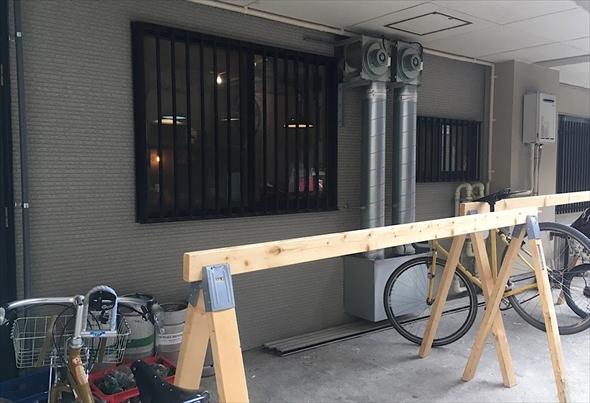 広々とした駐輪スペース。さすが自転車屋さんが経営するお店ですね。
