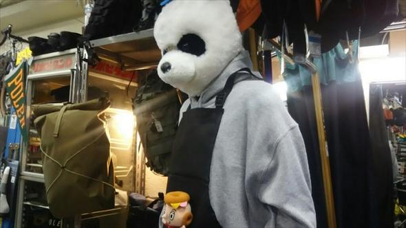 店内にパンダのマネキンが!